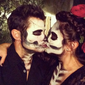Nick and Vanessa Lachey share a spooky kiss together. (Photo Credit to E!online and Instagram)